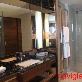 Thi công phòng tắm kính khách sạn 5 sao
